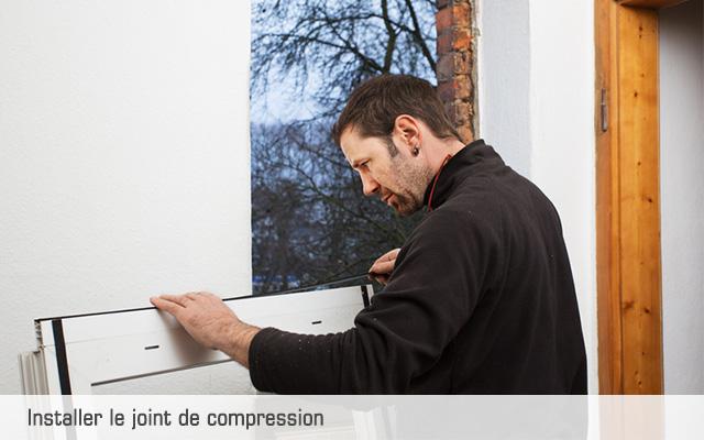 04-installer-le-joint-de-compression-groupe-le-carre-menuiserie